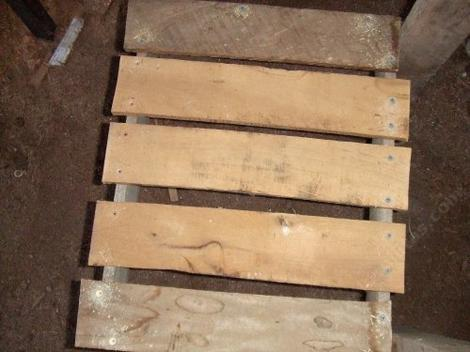 pallet slates screwed together to make chair seat - grid24_12