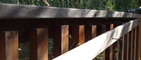 the vertical slates of the deck rail before we put the fascia up - grid24_12