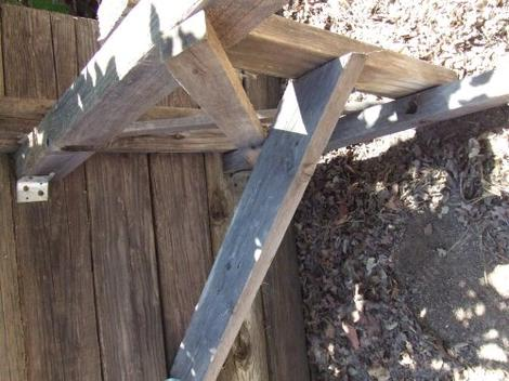 How to build a  picnic table. Bracing is important and the metal clips help. - grid24_12