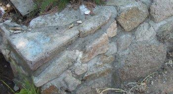 corner of rock wall - grid24_12