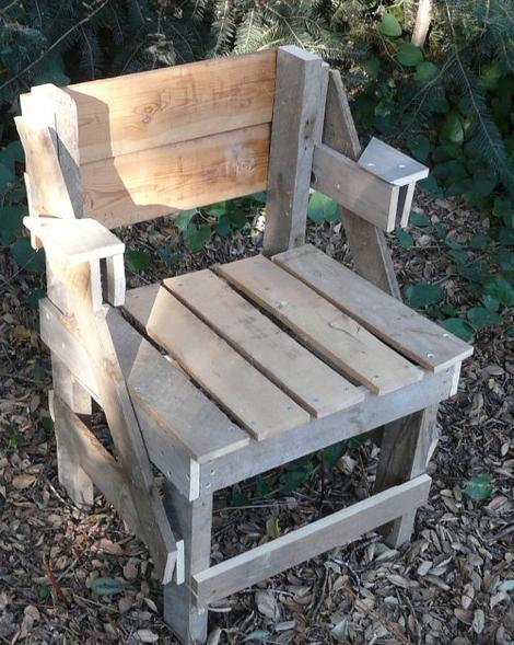 completed pallet chair - grid24_12
