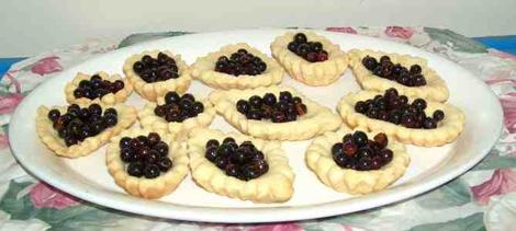 everyone who tasted these currant tarts liked them, unfortunately the cook ate most of them - grid24_12