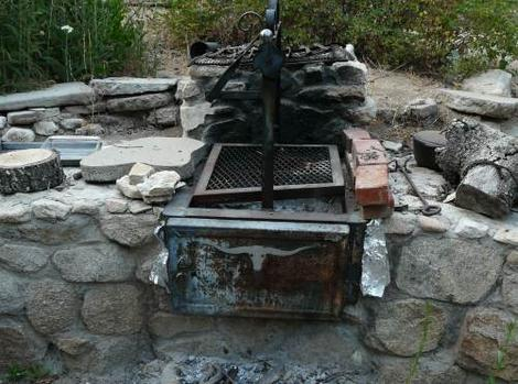 barbecue built into rockwall - grid24_12