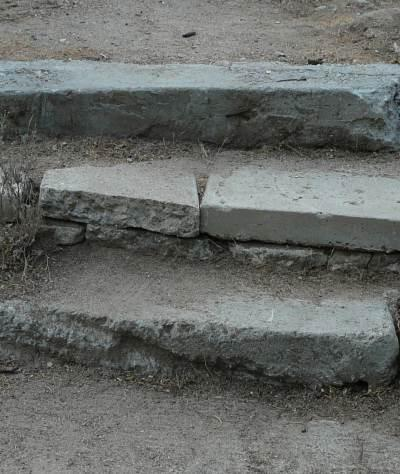 Concrete steps out of broken concrete - grid24_12