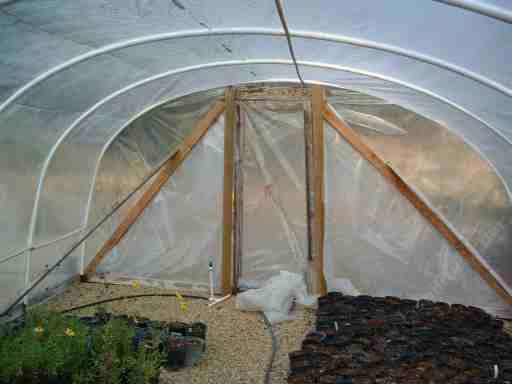 How to build a simple easy and cheap stuff for you garden for Materials to make a greenhouse